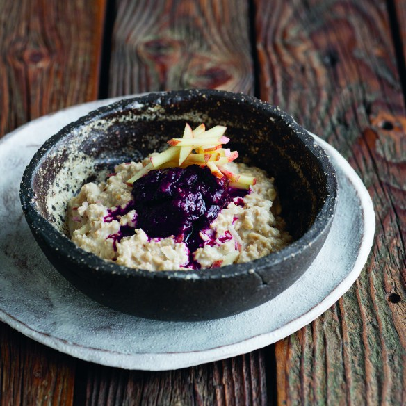 10 breakfast bowl recipes that will fill you up fast, by healthista.com