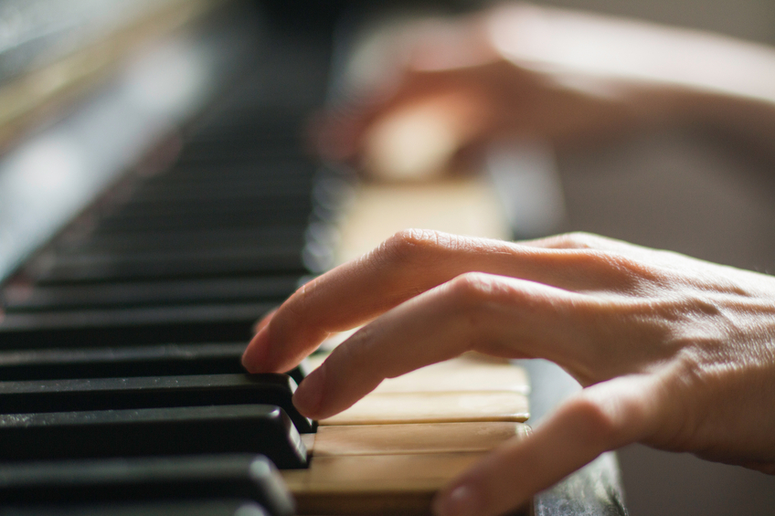piano playing, preventing dementia, healthista