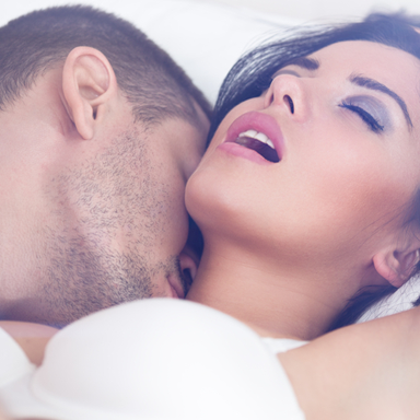 man-and-woman-intimate-in-bed-ask-sally-i-cant-get-over-affair-partner-by-healthista-com