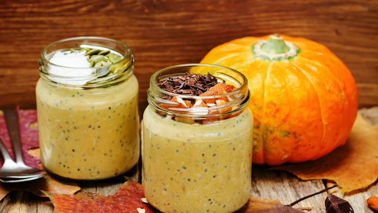 pumpkin-overnight-oats-23-pumpkin-recipes-for-national-pumpkin-day-by-healthista