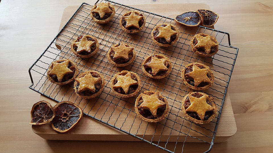mince-pies-how-to-have-a-healthy-christmas-by-healthista