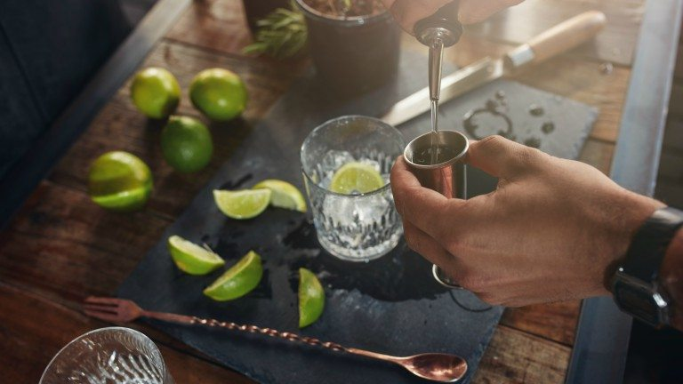 pouring-drink-units-of-alcohol-by-healthista