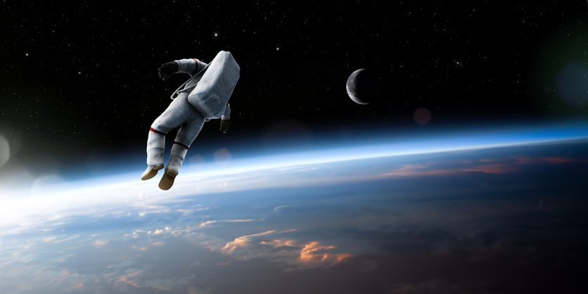 floatation-therapy.-floating-in-space