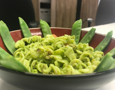 15 Minute Lunch recipe- Super Green Spinach Mayo Tuna Pasta Salad, by healthista.com (feature)
