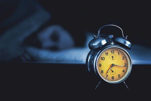 alarm-clock-facing-away-21-days-to-better-sleep-by-healthista.com