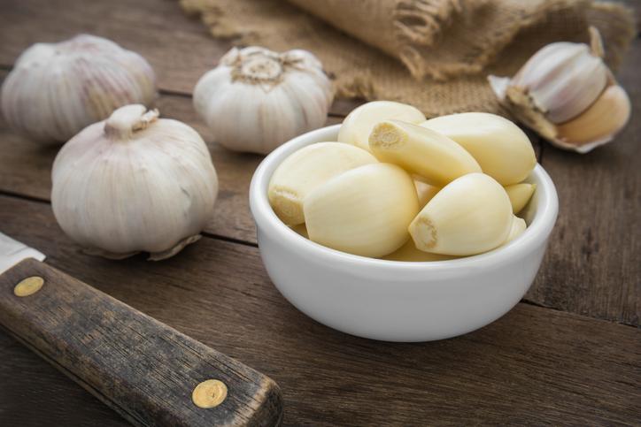 garlic, 8 best fat burning foods by healthista