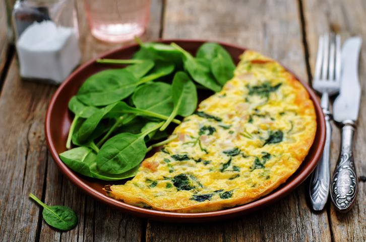 hormonal-bloating.-omelette.-Healthista.