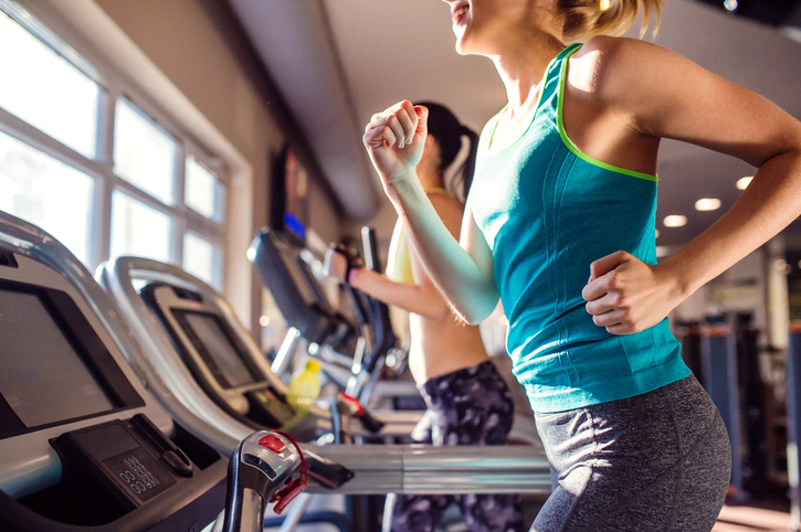 hormonal-bloating.-treadmill.-Healthista.
