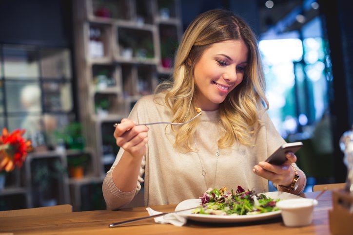 woman eating salad 8 things naturally slim women do Healthista