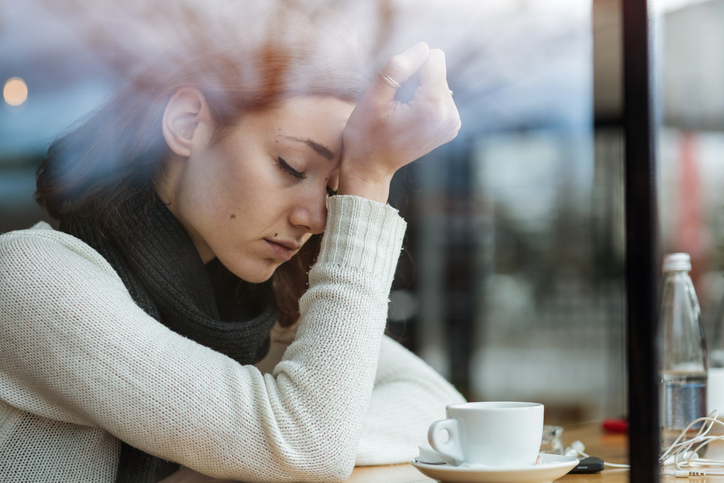 anxious woman, 5 beliefs that are making your anxiety worse by healthista