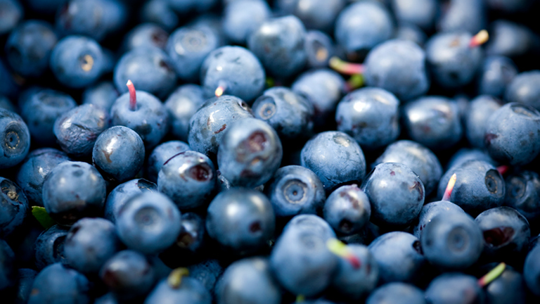bilberries, superfoods for skin