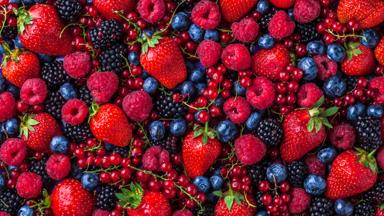 brightly coloured berries, superfoods for skin by healthista.com