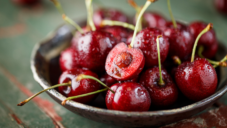 cherries, superfoods for weight loss by healthista.com