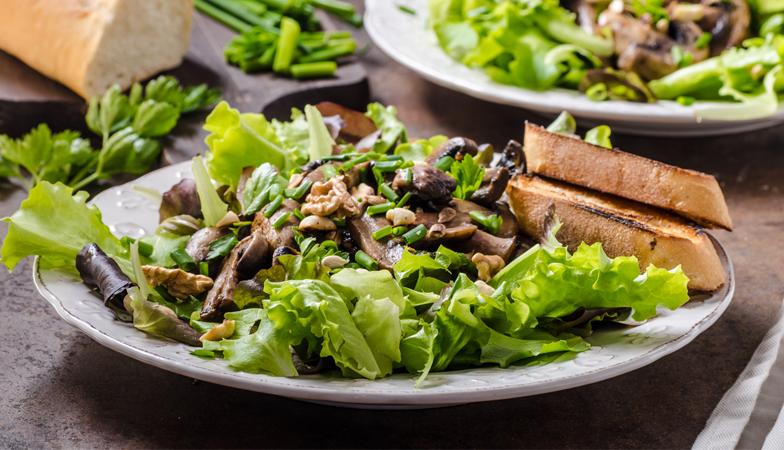 Vegetarian recipe: Spinach-shiitake salad with yuzu-wasabi dressing