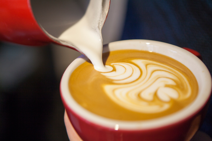 milk latte, 5 pitfalls when it comes to coffee by healthista