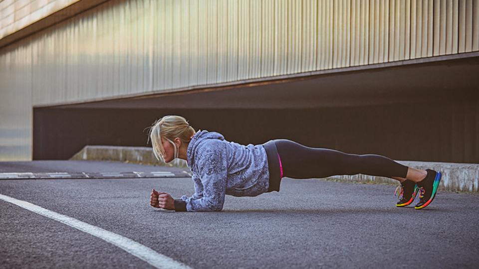plank exercise, celebrity trainer secrets Kathy Kaehler by healthista
