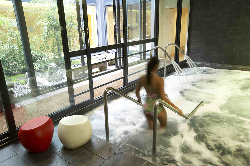 whirlpool, spa of the week The Grove by healthista