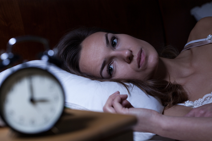 woman staring at clock, 5 pitfalls when it comes to coffee by healthista
