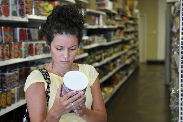 checking food label Celebrity nutrition secrets Khloe Kardashian's diet revealed by Dr Goglia by healthista