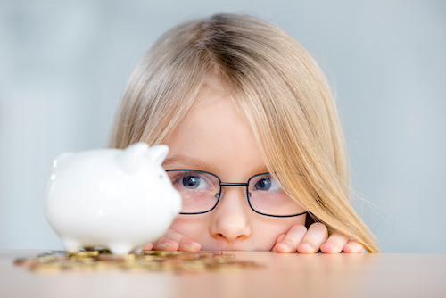 girl-looking-at-money-cant-save-money-by-healthista.com-in-post-image
