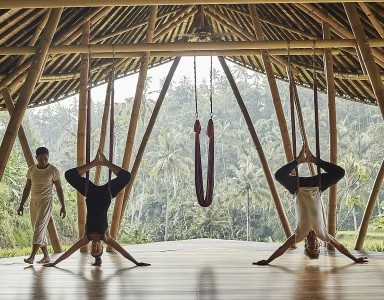 Anti-Gravity-Yoga-Four-seasons-Bali-by-healthista.com-featured-image.jpg