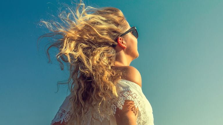 Beach hair natural salt spray- easy video recipe, clean beauty co, by healthista (3)