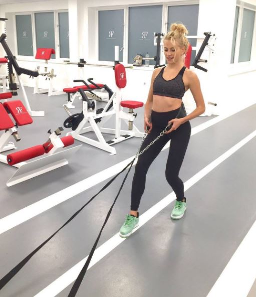 pixie lott, Celebrity trainer secrets Confidence comes from strength training three times a week, says PT to Caroline Flack and Pixie Lott (6)