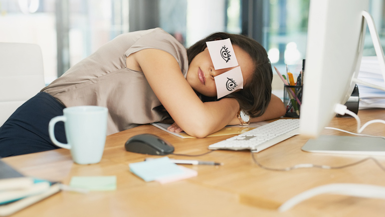 tired-women-tired-all-the-time-iron-deficiency-healthista-in-post