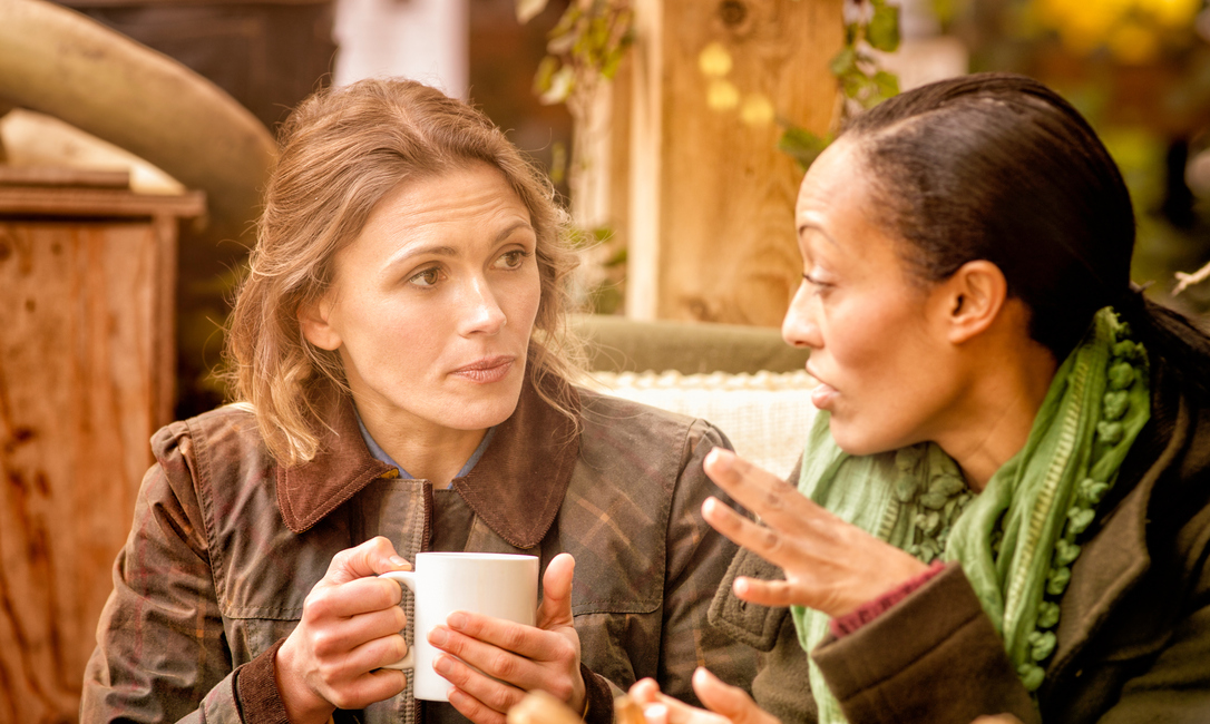 women talking serious, how to make friends by healthista