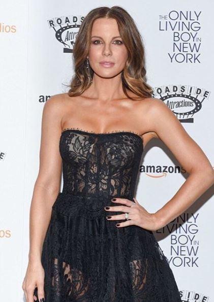 Kate Beckinsale, Celebrity Trainer Secrets Jennifer Aniston's yoga teacher Mandy Ingber reveals the key to a healthy life, by healthista (2)