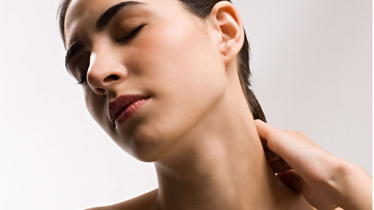 Reduce neck lines with this 3 minute face yoga sequence, by healthista (3)