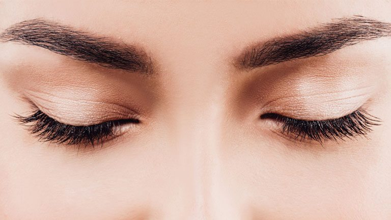 woman's-eyebrows,-reduce-wrinkles-between-the-eyebrows-with-this-3-minute-face-yoga-sequence-by-healthista.com
