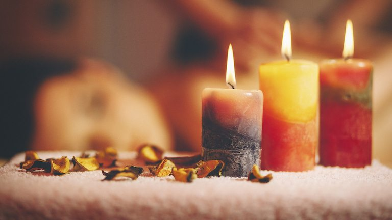 6 nontoxic aromatherapy candles to help you relax this fall