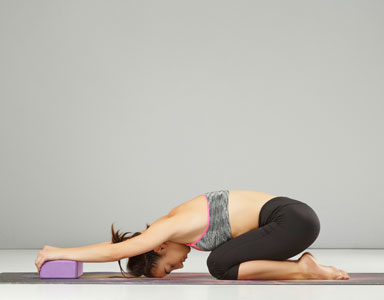 woman-doing-pilates,-pilates-for-pregnancy---First-trimester-by-healthista.com