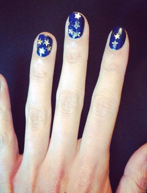 Alexa-Chung-nail-art,-Christmas-party-beauty-trends-by-healthista
