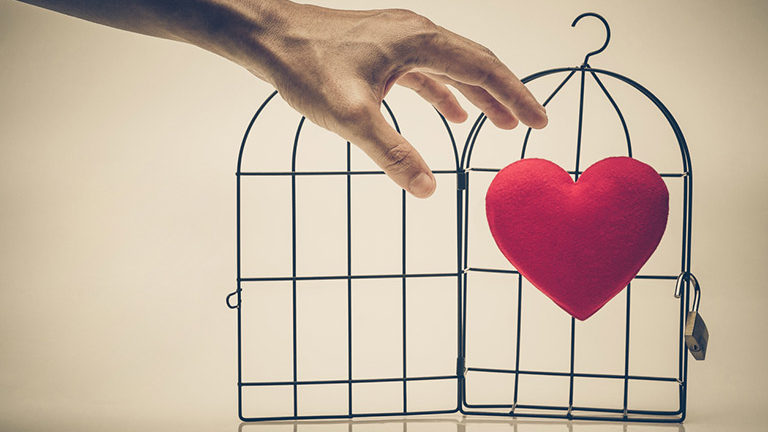 hand-grabbing-for-heart-in-cage-9-signs-you-are-to-selfish-healthista.