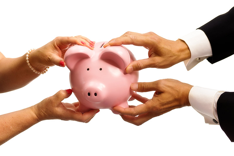 man-and-woman-holding-pink-piggy-bank-9-signs-you-are-too-selfish-healthista