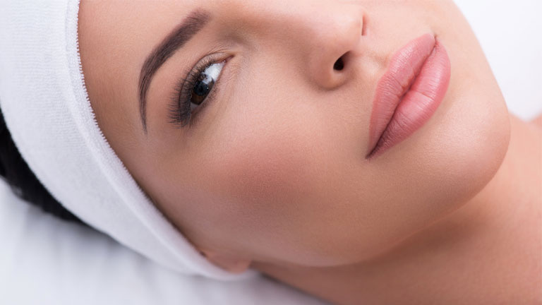 woman's-face,-Anti-ageing-face-yoga-to-help-reduce-puffy-cheeks-in-60-seconds-by-healthista.com