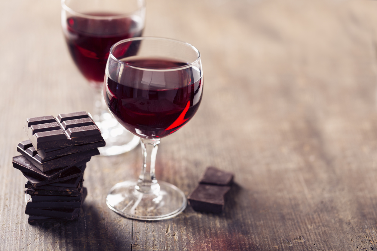 handy-hints-to-a-healthy-brain red wine dark chocolate