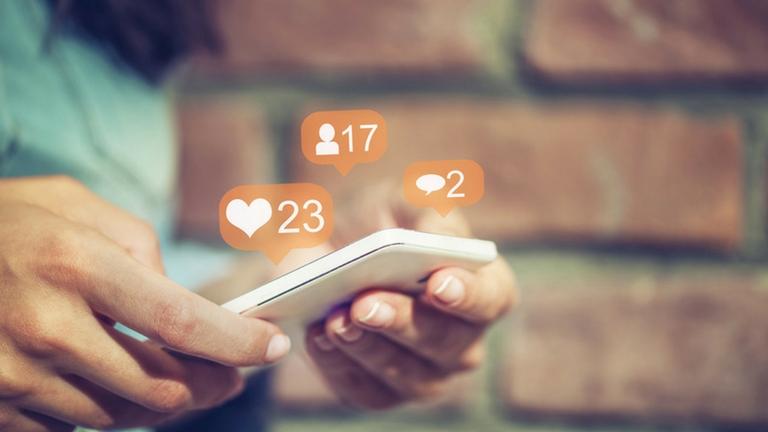 6 reasons social media is making you unhappy MAIN
