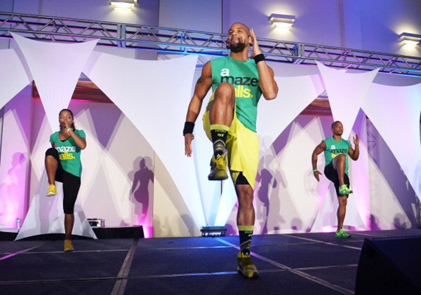 shaun-t-leading-workout-event-11-life-lessons-this-world-famous-fitness-coach-lives-by-healthist