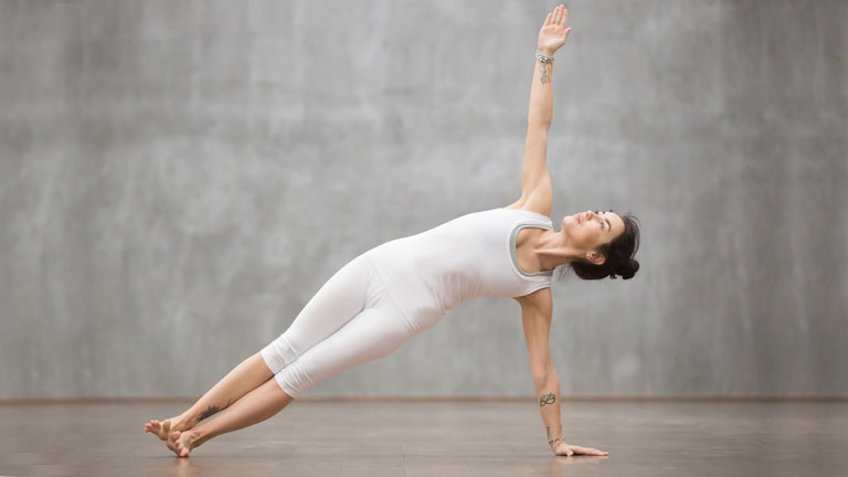 side-plank,-anti-ageing-workout,-balance-core-and-pelvic-floor-by-healthista.com