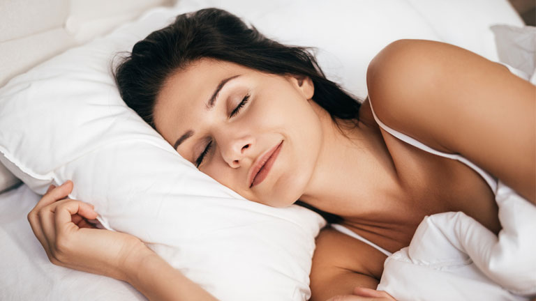woman-sleeping,-5-htp-natural-highs-by-heathista