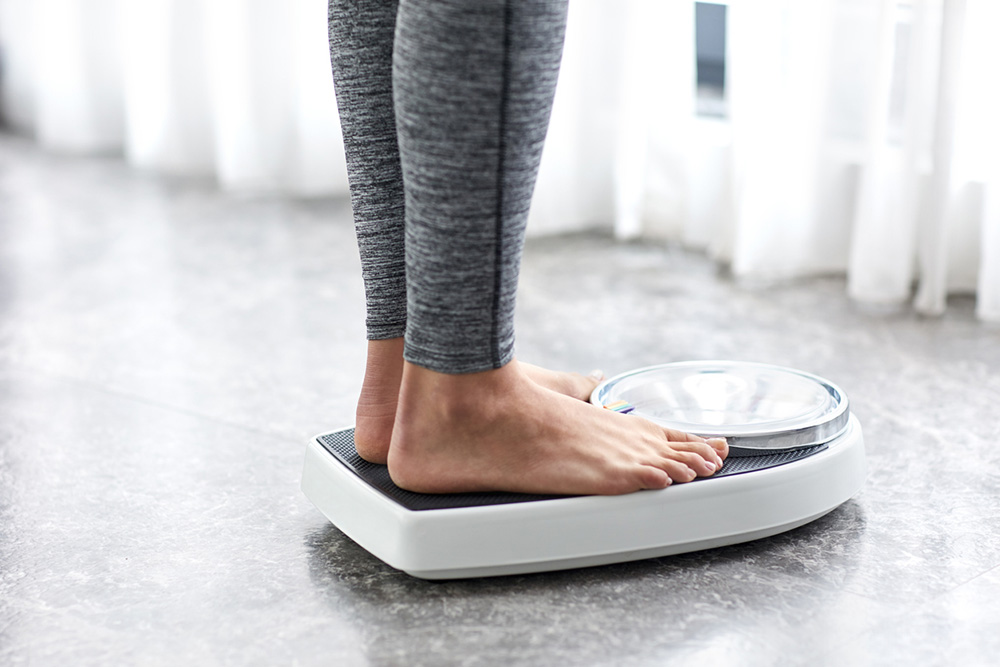 How-to-lose-weight-in-a-week-nutritionists-guide-scales