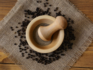 black-pepper-powder-trendy-nutrients-guide-featured-image