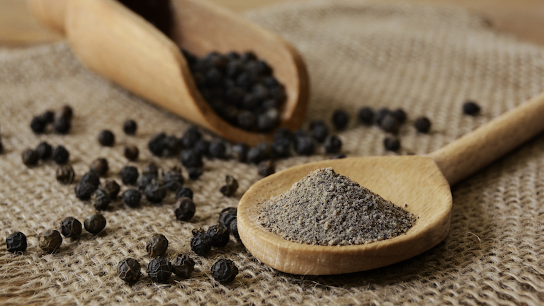 black-pepper-powder-trendy-nutrients-guide-main-image