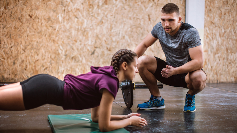 man-talking-to-woman-in-a-plank-metoo-in-the-gym-healthista.com_.jpg
