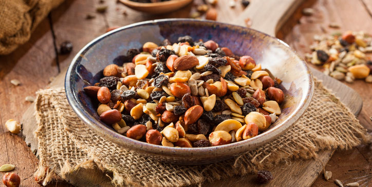 nut-seeds-and-dried-fruit,-what-does-a-vegetarian-nutritionist-eats-in-a-day,-by-healthista