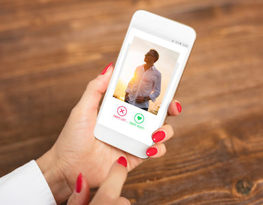 woman-on-dating-app-healthista.com