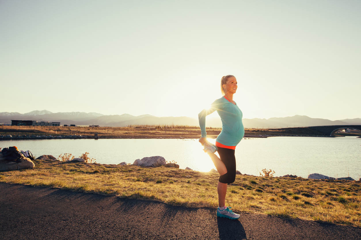 Truth-about-pregnancy-vitamins-pregnant-woman-exercising